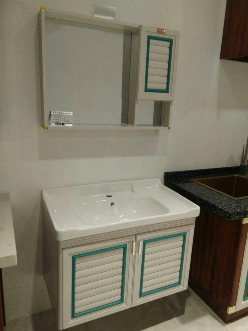 平塘浴室柜白